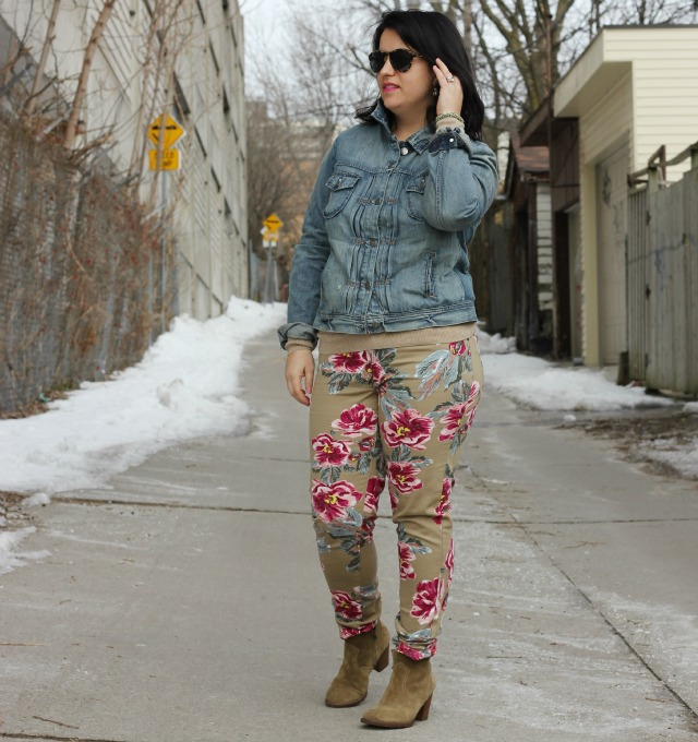 how to wear floral jeans